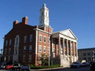 Woodford County Courthouse and marker image. Click for full size.