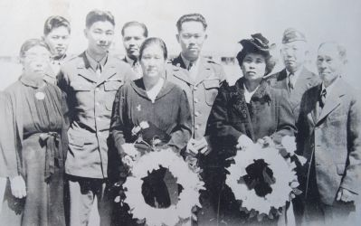 Japanese-American veterans and their parents. image. Click for full size.