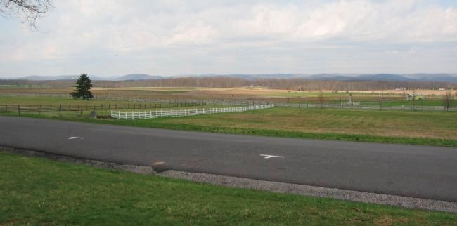 The Ninth Massachuestts Battery View of Pickett's Charge image. Click for full size.