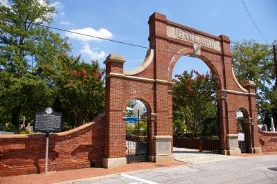 Oakland Cemetery Gate and Marker image. Click for full size.