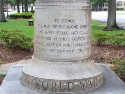 World War Marker </b>(front) image. Click for full size.