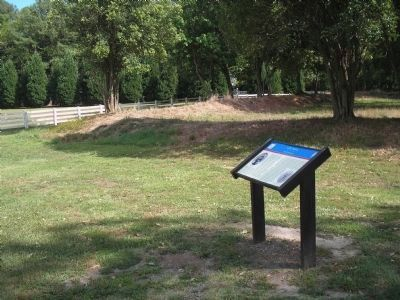 Lee Hall Marker and Earthworks image. Click for full size.