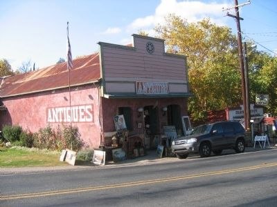 Antique store with marker to right of front door image. Click for full size.