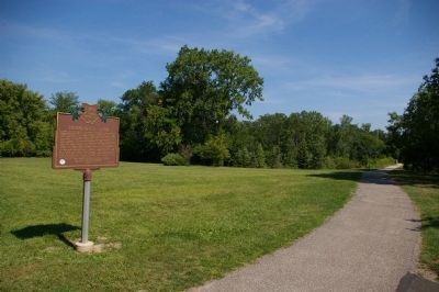 Marker and path to Horseshoe Lake Dam image. Click for full size.