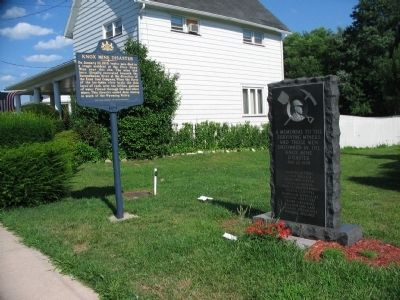Knox Mine Disaster Marker and Monument image. Click for full size.