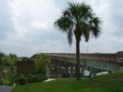 Fort Darien Marker, at the Altamaha River bridge, US 17, southbound image. Click for full size.