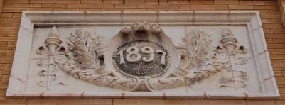 Anderson County Courthouse Decorative Stone -<br>About 1/2 Way Up theTower image. Click for full size.