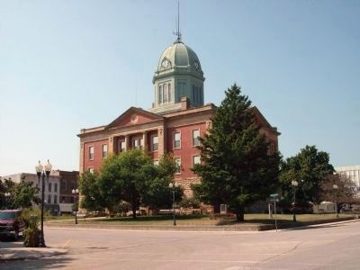 Moultrie County Court House - - Sullivan, Illinois image. Click for full size.