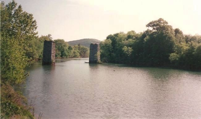 Old Bridge Piers image. Click for full size.