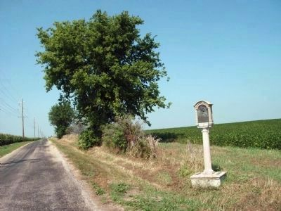 Looking north at the County boundry marker for DeWitt and Piatt Counties image. Click for full size.
