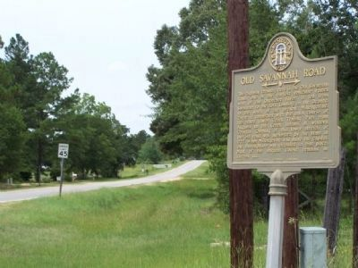 Old Savannah Road Marker, looking westward on Old River Road image. Click for full size.