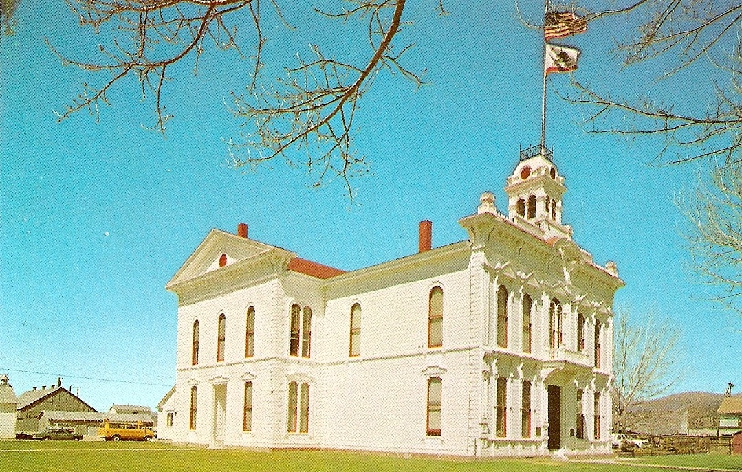 Vistage Postcard of The Mono County Courthouse