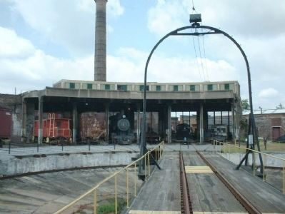 Central of Georgia Turntable and partial view of roundhouse image. Click for full size.
