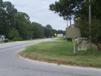 Sherman's Right Wing Marker, looking east along US 80 at Fox Bow Drive image. Click for full size.