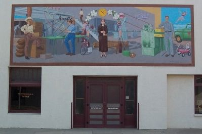 Mural on Dr Pepper Bottling Plant image. Click for full size.