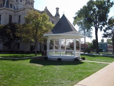 Whitley County Court House and Gazebo image. Click for full size.