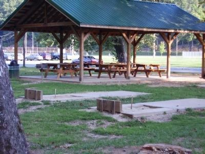 Picnic Area / Horse Shoe pits image. Click for full size.