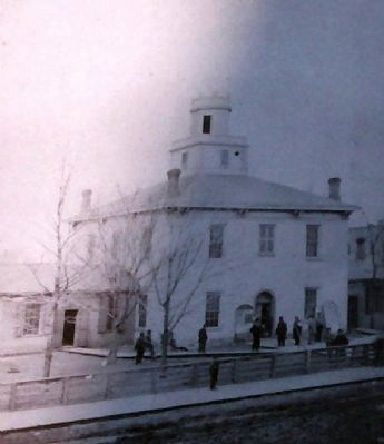 1836 Court House - Federal Style image. Click for full size.