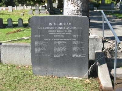 A Marker Honoring the Memory of Past Members of the Sacramento Pioneer Assoc. image. Click for full size.