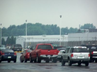 The marker is next to a parking lot at the Delco plant. image. Click for full size.