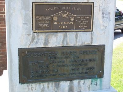 Plaques mounted on the marker image. Click for full size.