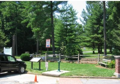 Marker between Sugarloaf Mountain Road and the Park Entrance image. Click for full size.