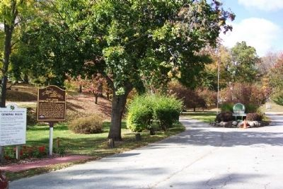 Oak Grove Cemetery and Arboretum Entrance and Marker image. Click for full size.