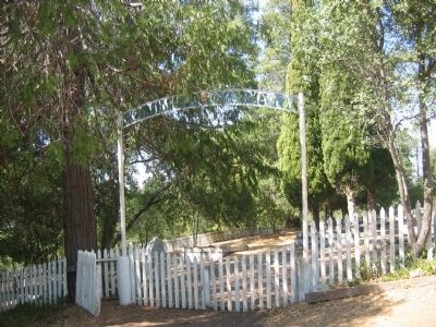 Entrance to the Columbia Masonic Cemetery image. Click for full size.