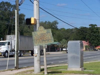 Center Village or Centerville Marker, US 1/ US 301 at left image. Click for full size.
