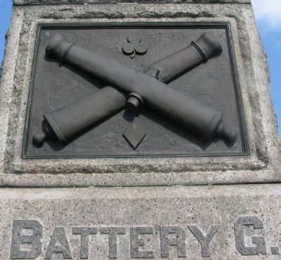 Crossed Cannon Relief on Front of Monument image. Click for full size.