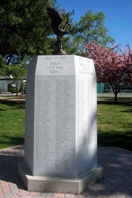 Rumson Veterans Monument </b>(1945 - 1955 face) image. Click for full size.