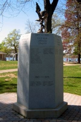 Rumson Veterans Monument </b>(1975-1985 face) image. Click for full size.