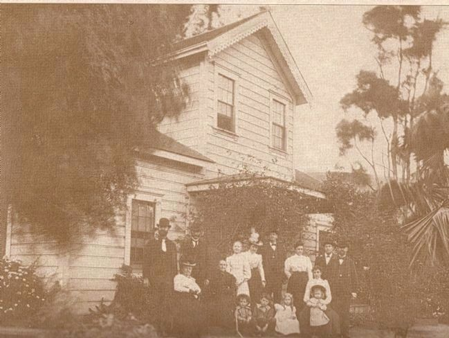 Local Crockett Family Posing in Front of the Old Homestead - 1901 image. Click for full size.