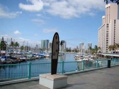 Marker Overlooks the Ala Wai Boat Harbor image. Click for full size.