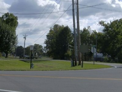 Old Tavern Road Marker-South View image. Click for full size.