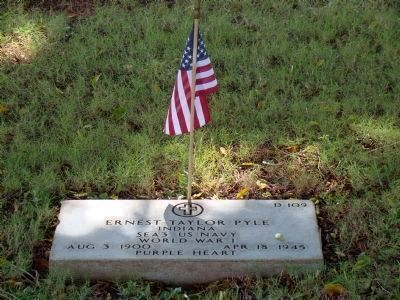 Ernie Pyle's Gravestone image. Click for full size.