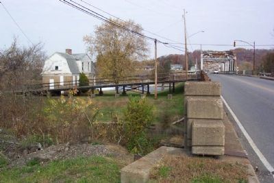 Lock Keeper's House and Bridge Over Muskingum River image. Click for full size.