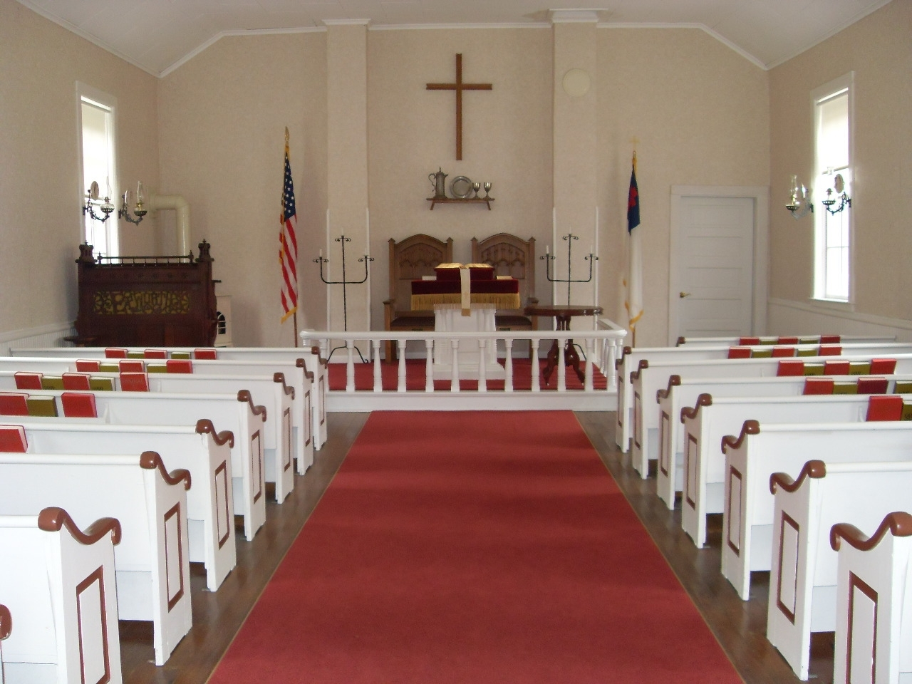 Inside Jacksonport United Methodist Church