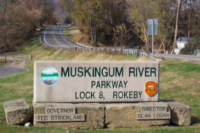 Muskingum River Parkway Lock No. 8 Park Sign image. Click for full size.
