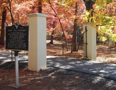 Rose Hill Mansion Marker and Front Gates image. Click for full size.