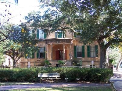 Owens-Thomas House as seen at Oglethorpe Square image. Click for full size.