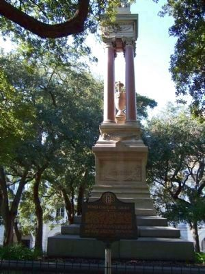Tomo-Chi-Chi's Grave Marker in front of the Gordon Monument at Wright Square, Savannah image. Click for full size.