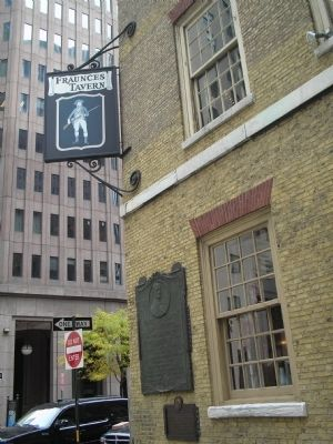 Marker on Fraunces Tavern image. Click for full size.