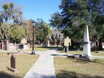 Colonial Park , looking northeast from center of the cemetery image. Click for full size.
