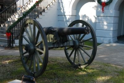 Cannon on Courthouse Grounds image. Click for full size.