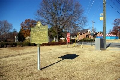Oglethorpe University Marker, looking north on Peachtree Road toward Lanier Drive image. Click for full size.