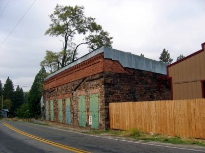 Building on Main Street (State Hwy 120) image. Click for full size.