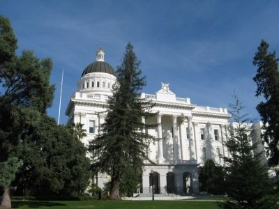 Eastern Side of the California State Capital Building image. Click for full size.