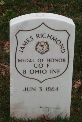 Grave marker for Medal of Honor recipient James Richmond, 8th Ohio Inf. image. Click for full size.