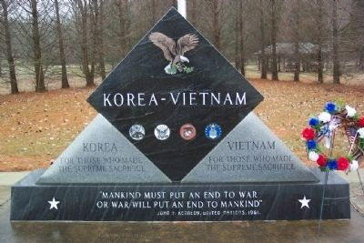 Glouster Korea-Vietnam War Memorial image. Click for full size.